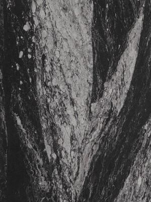 Die Sandstein Wandverkleidung aus echten Natursanden ist als Platten bzw. flexible Sandstein Fliesen in Kanten-Maßen von 0,39 m bis 1,15 m verfügbar, individueller Zuschnitt auf Anfrage. Durch die schwarzen und weißen Farbtöne untermalen Sandsteinfliesen Black Pearl besonders die Moderne mit starken Kontrasten.